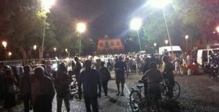grande folla al mercato serale Mirandola