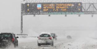 autostrada-con-la-neve_edited
