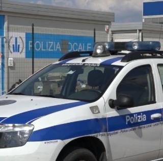 MIRANDOLA, CONTROLLI DELLA POLIZIA LOCALE PRESSO LE SCUOLE SUPERIORI: SEQUESTRATA SOSTANZA STUPEFACENTE AD UN MINORENNE